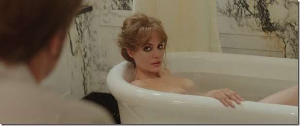 Angelina-Jolie-Tits